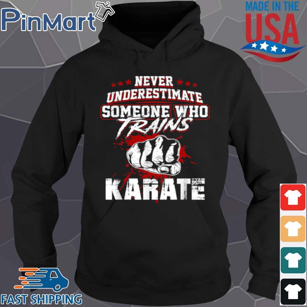 Karates Never Underestimate Someone Trains Shirt Hoodie den