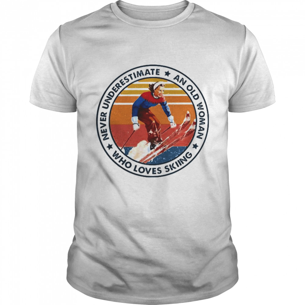 Never underestimate an old woman who loves skiing  Classic Men's T-shirt